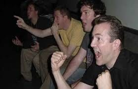 """【画像】「谷間やば」「セクシーすぎん?」公式生放送で男性ストライカー""""悩殺""""コスプレ大披露キタ━━━(゚∀゚)━━━!!"""